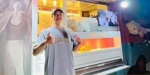 NCT道英為哥哥孔明送上咖啡車應援!